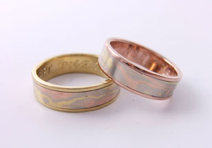 two wedding rings made with mokume gold and settings in rose gold and yellow gold. Hand wrought